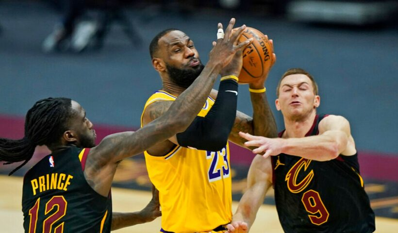 LeBron James shoots LA Lakers past Cleveland Cavaliers